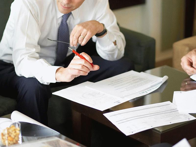 Заказывая услуги регистратора, учредитель после оплаты получает готовые документы относительно ООО на руки