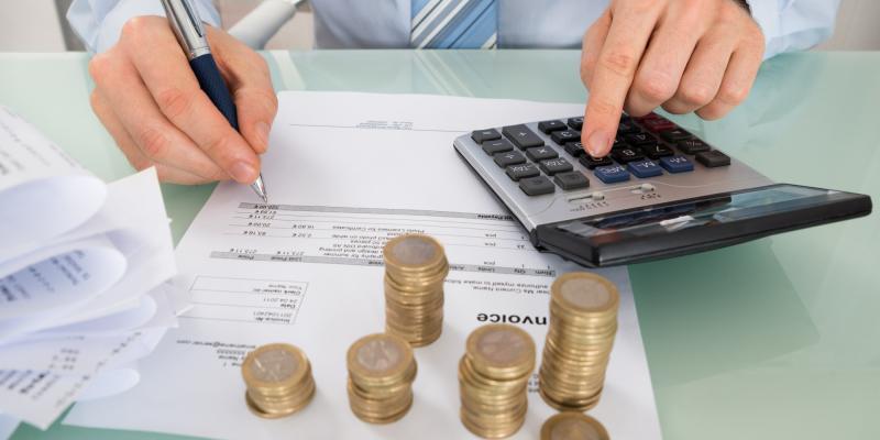 Обращаясь в банк для открытия счета необходимо внимательно изучить условия финансовой организации и возможность использования дополнительных услуг