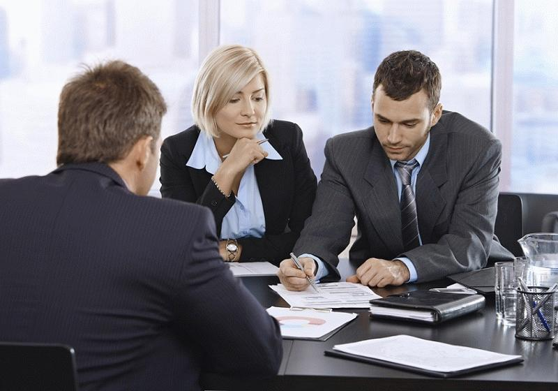 Подписание документов учредителями компании